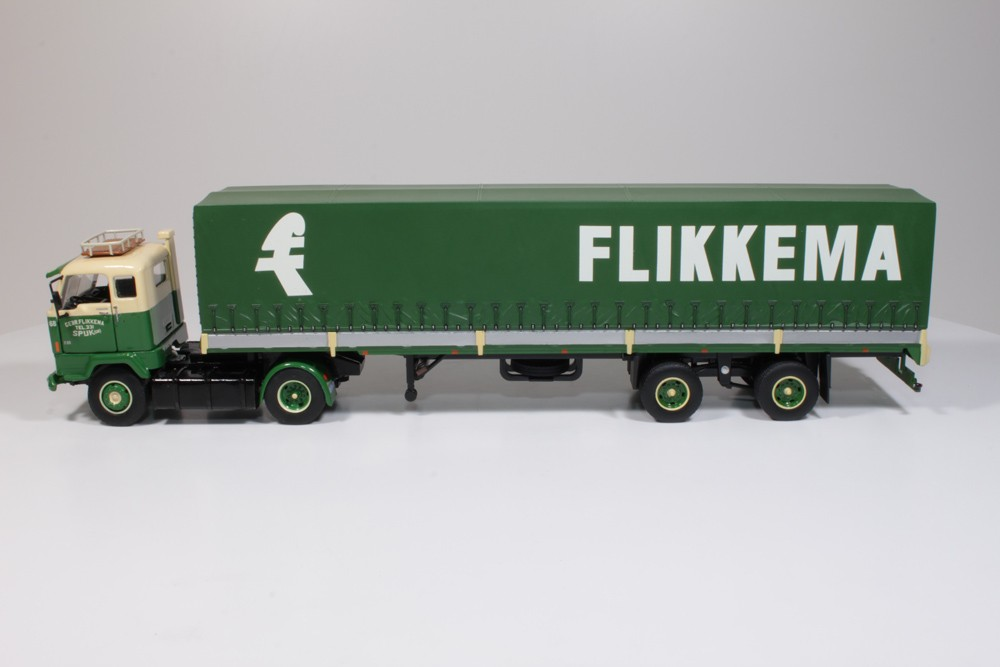 tekno Flikkema Volvo F88 met klassieke huifoplegger