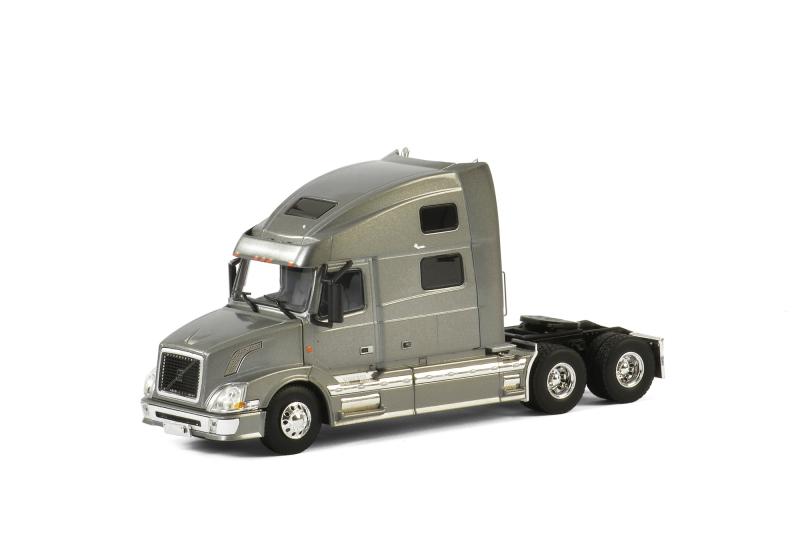 USA Basic Line VOLVO VN 780 6x4 SILVER , Van WSI Models