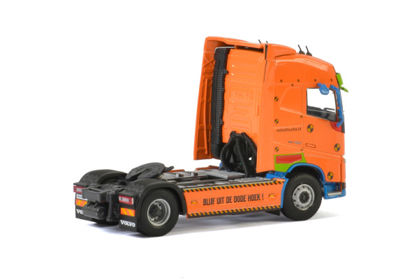 Premium Line VOLVO FH4 GLOBETROTTER 4X2 , Van WSI Models